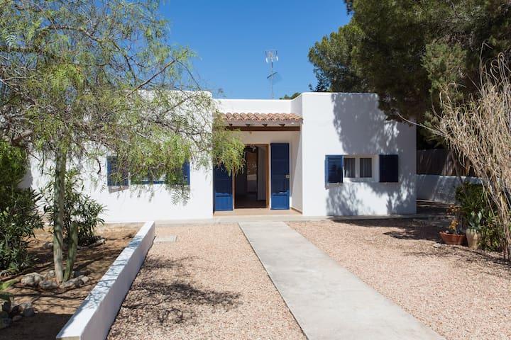 Casa con encanto en Es Caló, cerca de la playa
