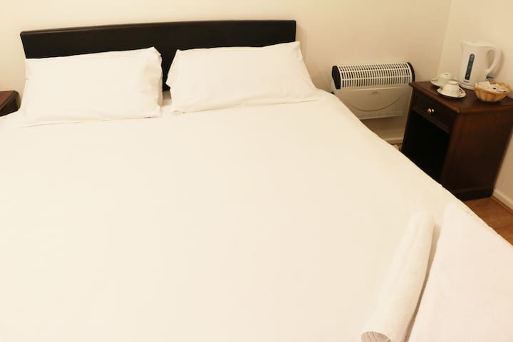 Clean & Comfortable fully furnished private rooms