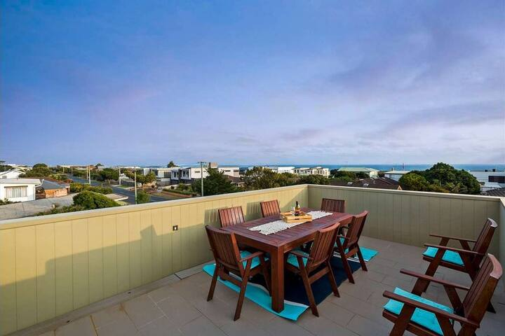 Luxury Panoramic Ocean Views And Rooftop Terrace