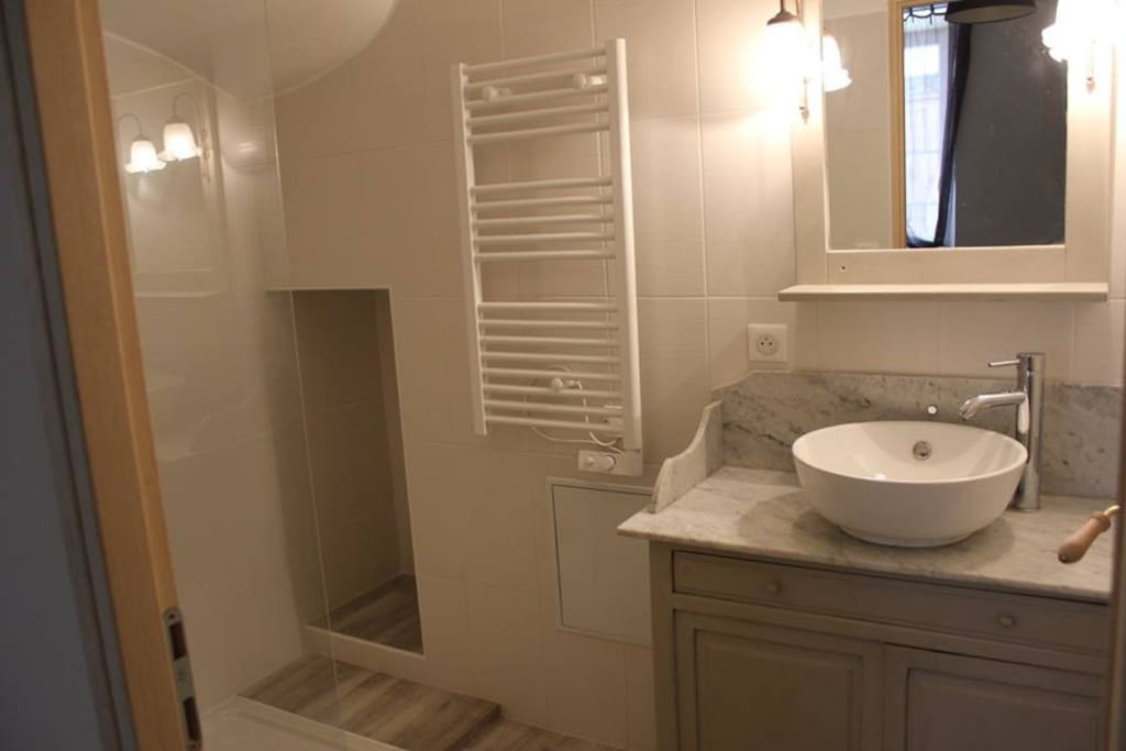La salle de douche.