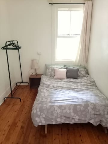Sunny sharehouse close to beach! - Randwick - Hus
