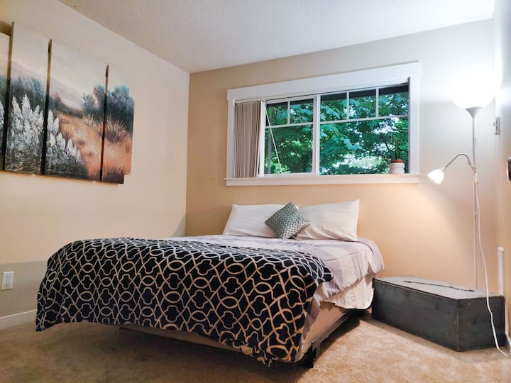 Luxurious Secluded Couples Room (W/ private BR)