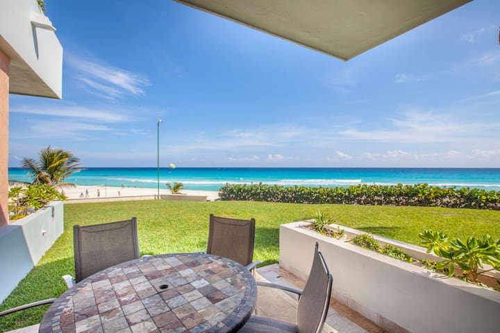 Beachfront Villa in Hotel Zone! Spectacular Views!