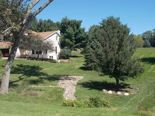 Private WDM acreage! Gorgeous views - West Des Moines - Hus