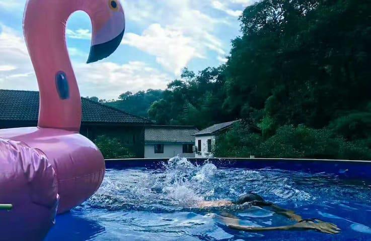 一色山墅/暖气山景美式306(满觉陇,杨梅岭,动物园,虎跑)