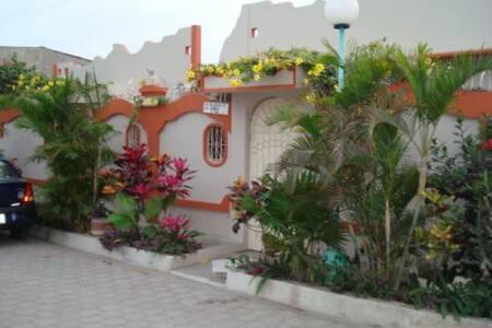 Cozy 3br Villa, Steps from the beach - Salinas