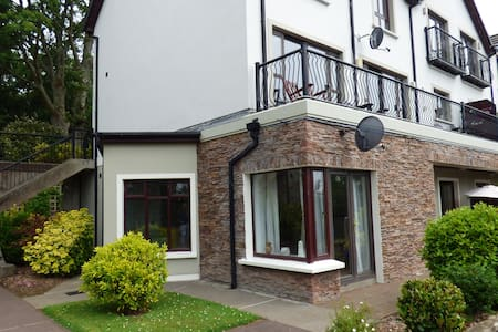Central Apartment to Ring of Kerry on River Laune