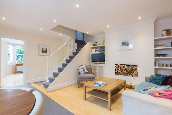 Entire Flat in Luxury West London Townhouse Appt