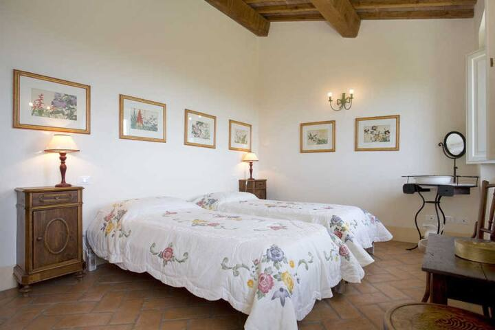 La Lepraia - High Standard Property on wide Estate - Castellina Marittima - House