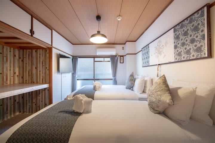 BB2京都熱鬧市中心四條烏丸河原町舒適3人房床好睡,有陽台,有廚房早鳥優惠,有電梯地點非常好又安靜