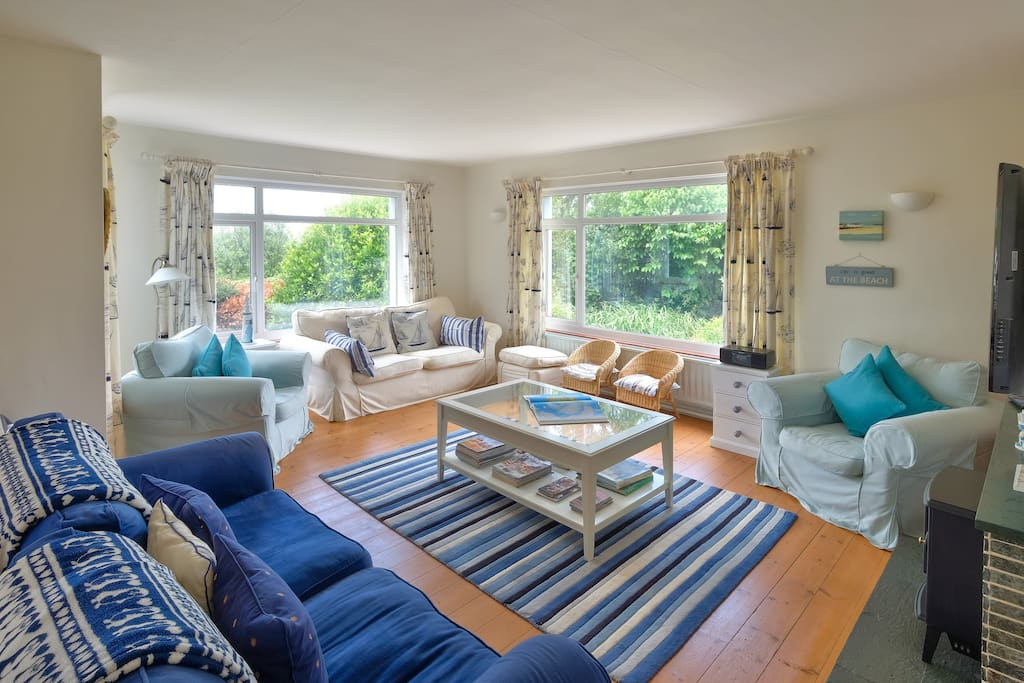 Comfortable sitting room with great seaviews.