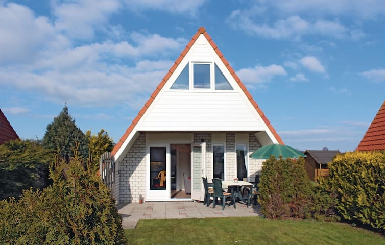 Holiday cottage with 5 bedrooms on 162m² in Den Oever