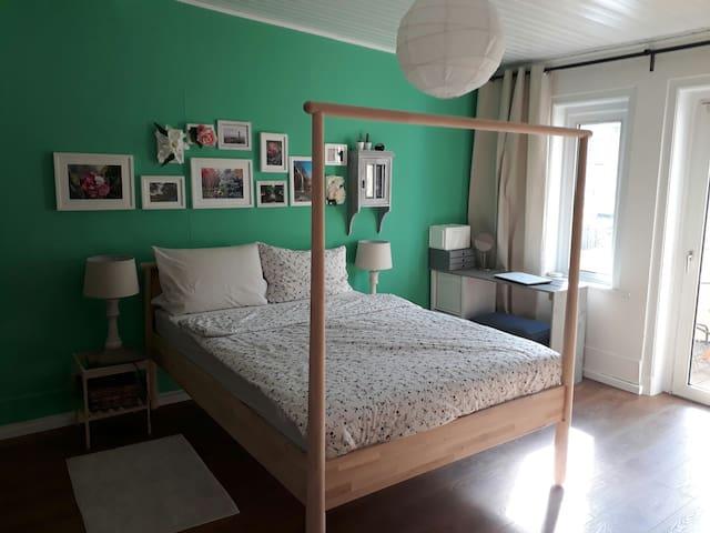 Schönes Zimmer mit Lichtblick - Hamburg - Apartment