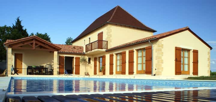 Delightful 5 bedroom rural house with large pool