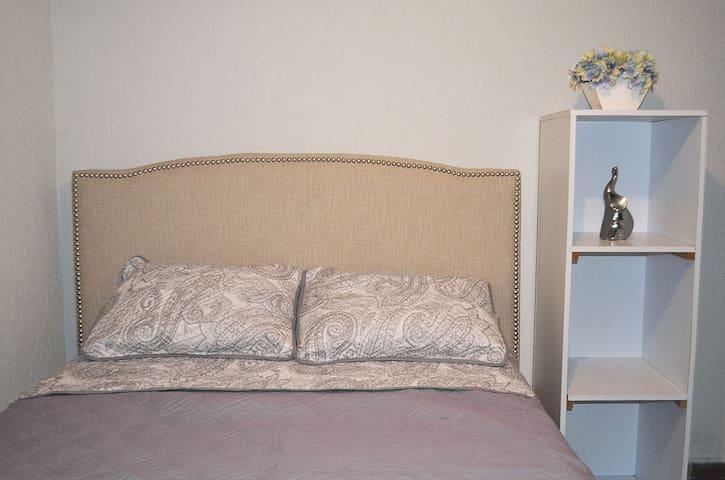 Pequeña habitación  independiente zona Valle
