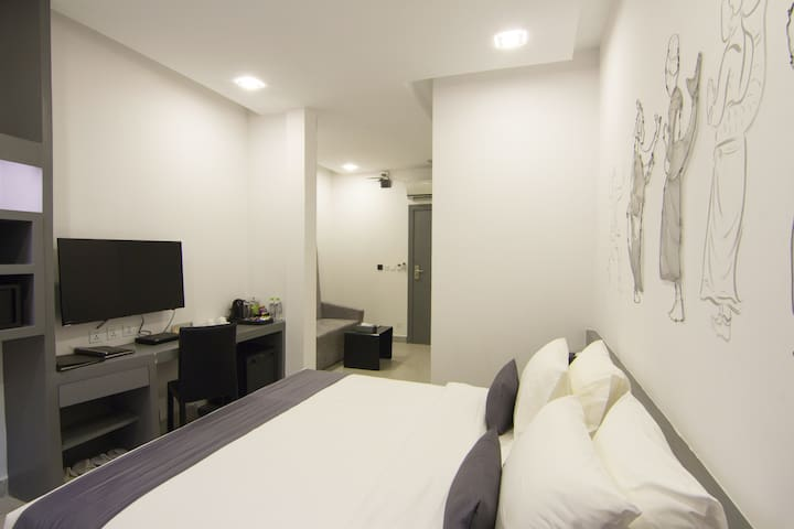 Terrific room with ample space in Phnom Penh