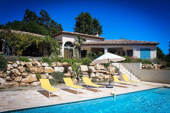 Charmante Villa avec Vue Magnifique et Piscine