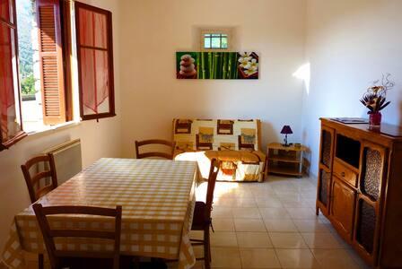 Appartement dans villa avec grande cour - Corte