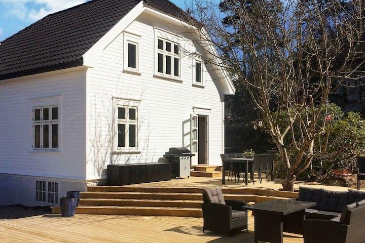 7 persone case ad høvåg
