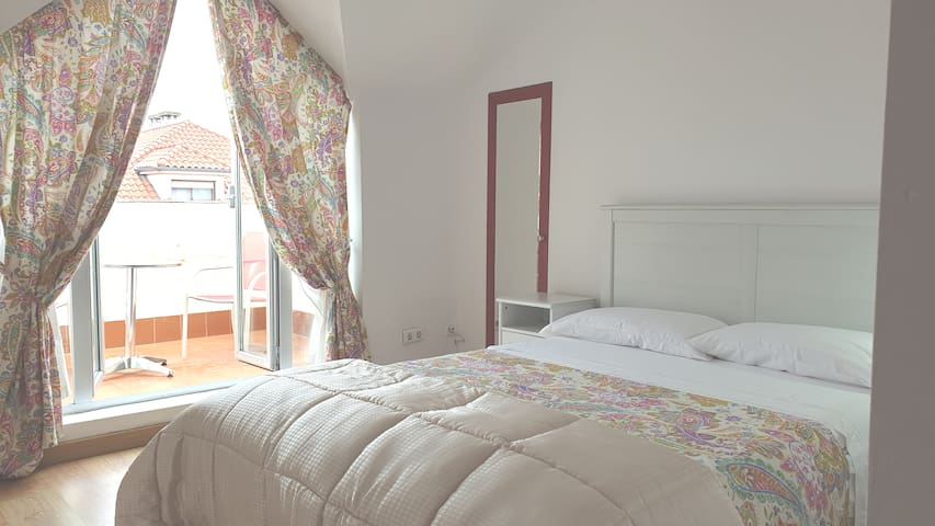 Doble-baño privado-nevera-terraza-parking-20'playa