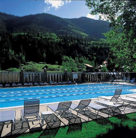 Beautiful condo in East Vail/Racquet Club - Vail - Appartement