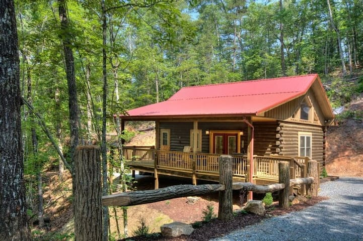 Helen's Hideaway-A Romantic Couples Retreat - Bryson City - Kabin