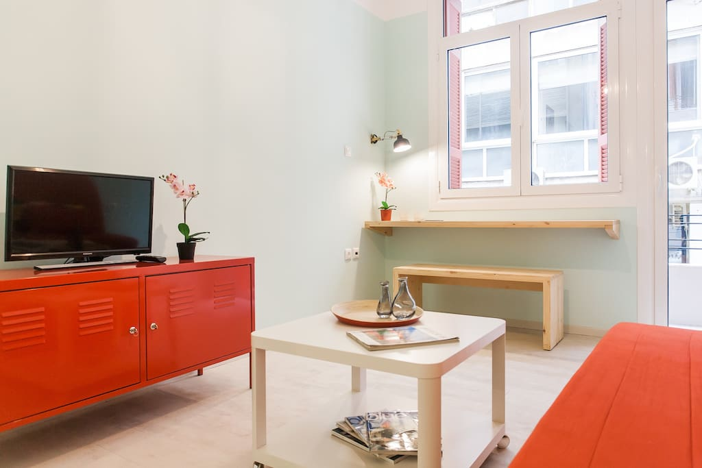 A peaceful corner to watch tv, relax or to arrange the appointments of the day...