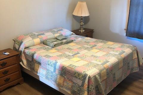 Welcome traveling professionals bedroom # 2