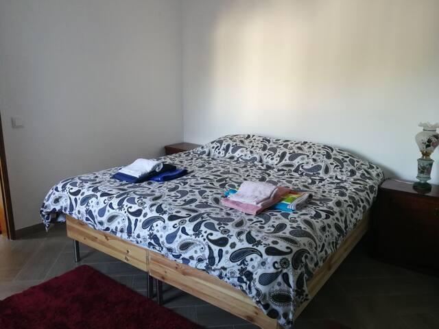 Quarto 2 ensuite com 2 camas