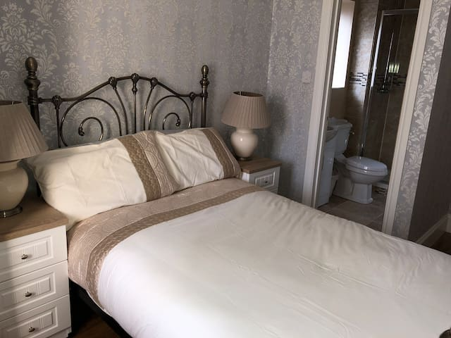 Luxury, Gorgeous en suite double bedroom