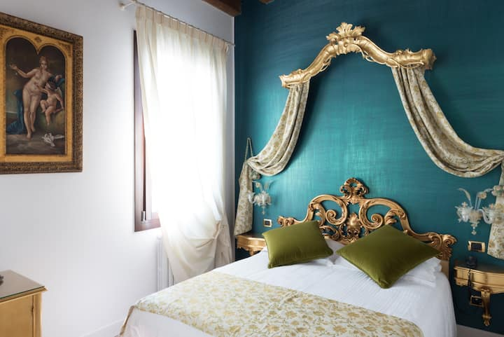 Classic room GREEN GOLDEN near Venice