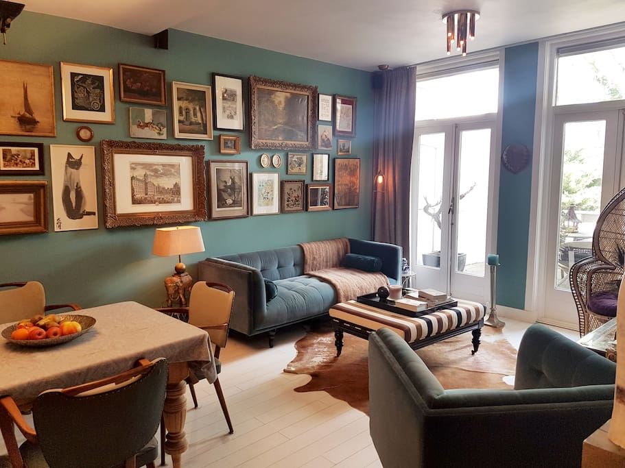 Eclectic living room with large connecting terras