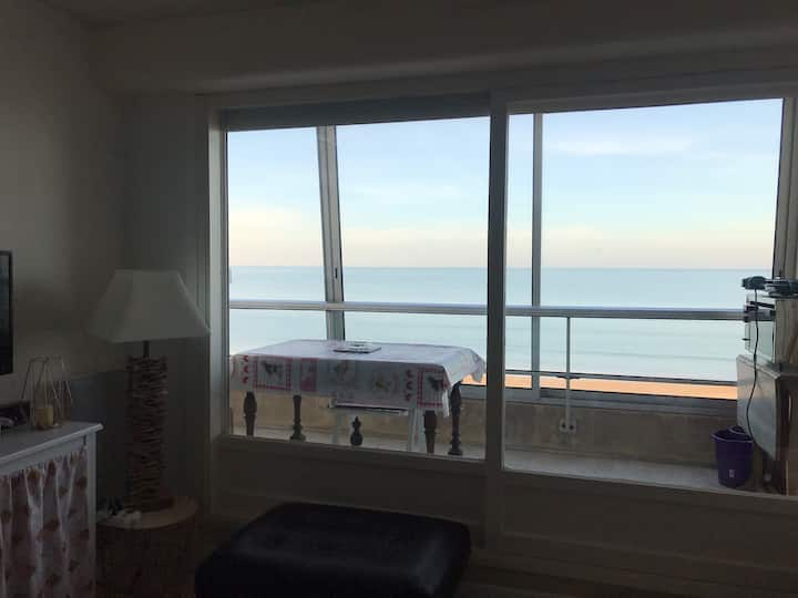 Appartement 2 pièces, face à la mer.