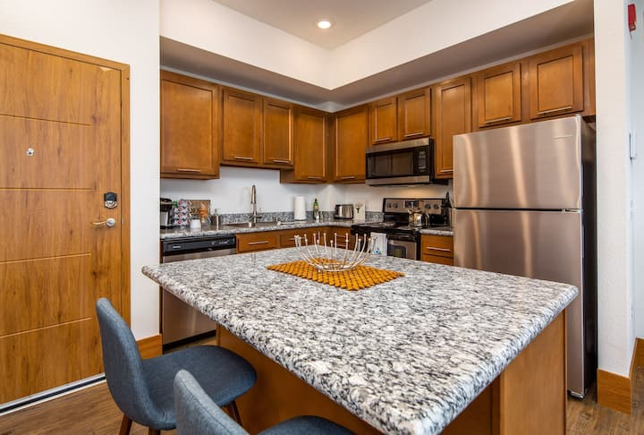 3BR City View Apt at The Grand Castle