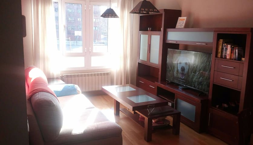 Bright and cozy room close to the center - Madrid - Apto. en complejo residencial