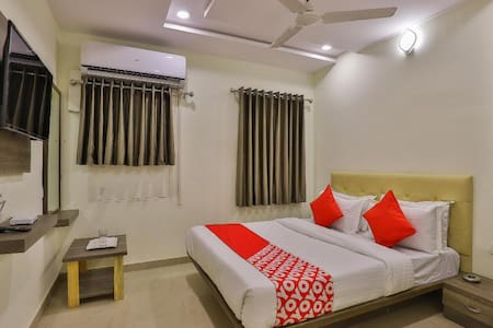 Deluxe AC Rooms(S G Highway)