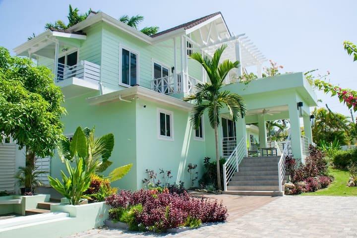Seabreeze Cove Villas Southcoast  Sleeps - 32