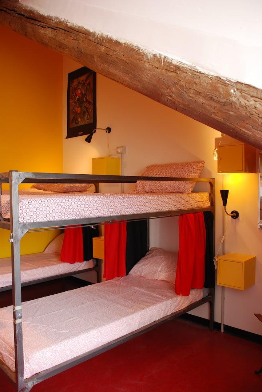 camera 2 DORM - Bed in 6-Bed Mixed Dormitory Room