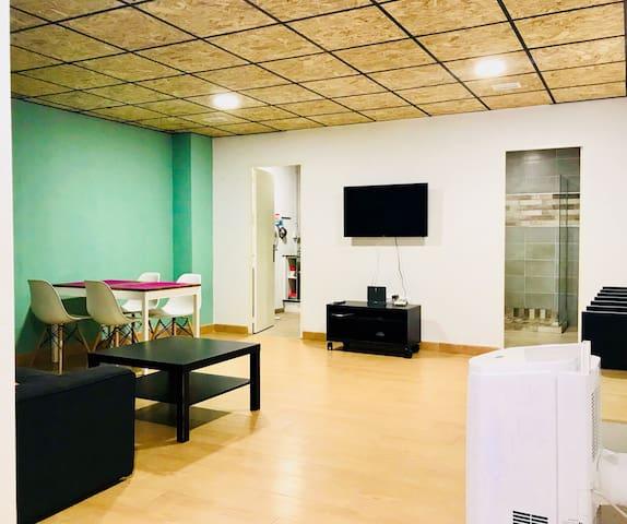 FRESH AND COZY APART (BARCELONA CENTER)