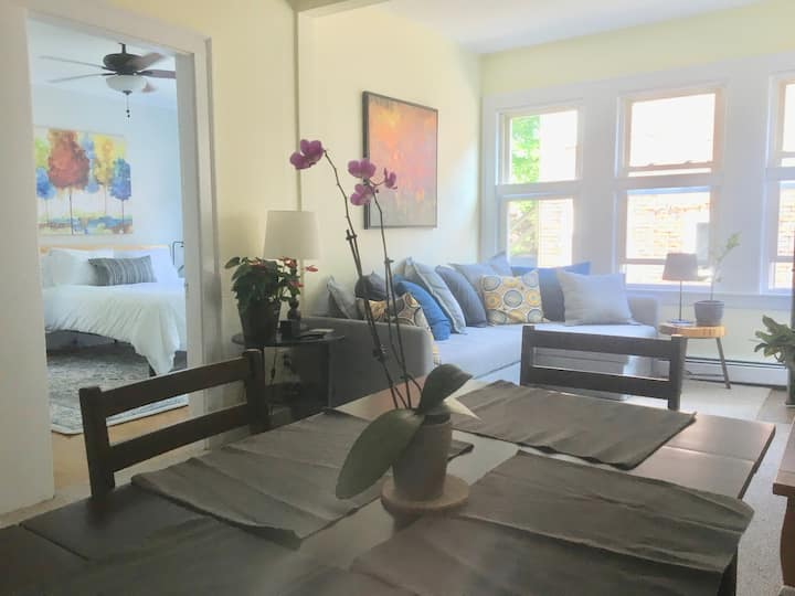 Secluded 2 bdrm apt 7 min walk from downtown