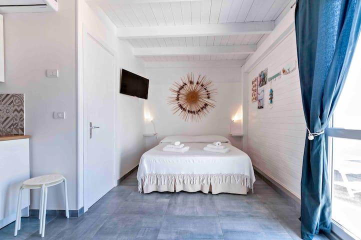 monolocale attico otranto vista mare con terrazza