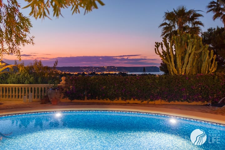 AMAZING VILLA WITH STUNNING VIEWS - Jávea - Hus