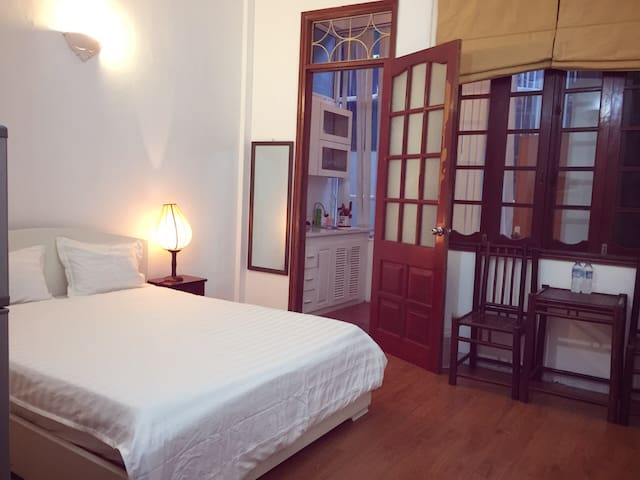 Friendly Studio Apartment in Van Mieu street - Hanoi - Huoneisto
