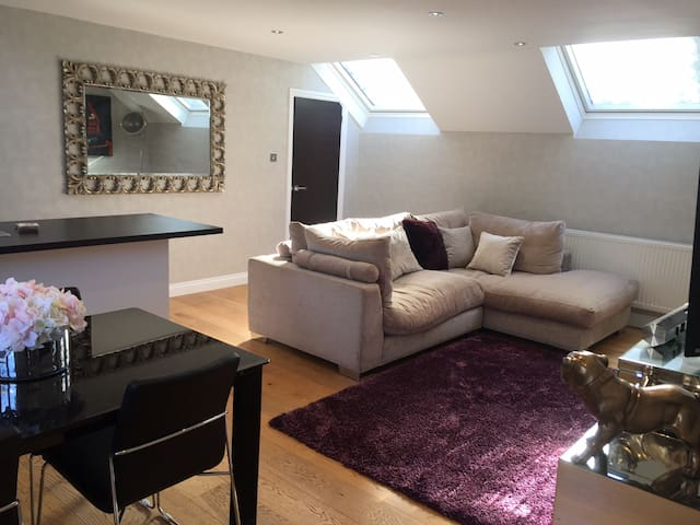 Interior Designed Luxury annex in heart of Cobham - Cobham - Flat