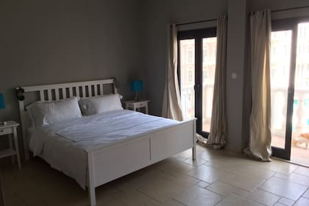 Large, en-suite room with private balcony - Apartment
