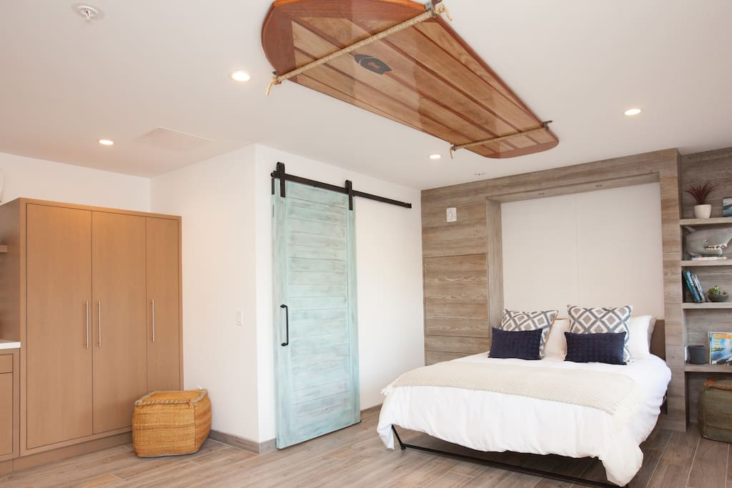 Beacons room 1 is the largest room at Surfhouse with a ultra comfortable queen sized bed.