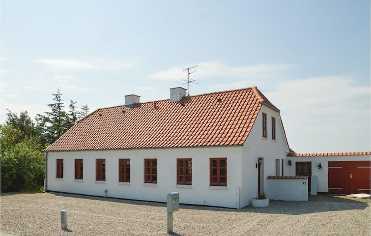 Holiday cottage with 2 bedrooms on 150 m² in Farsø