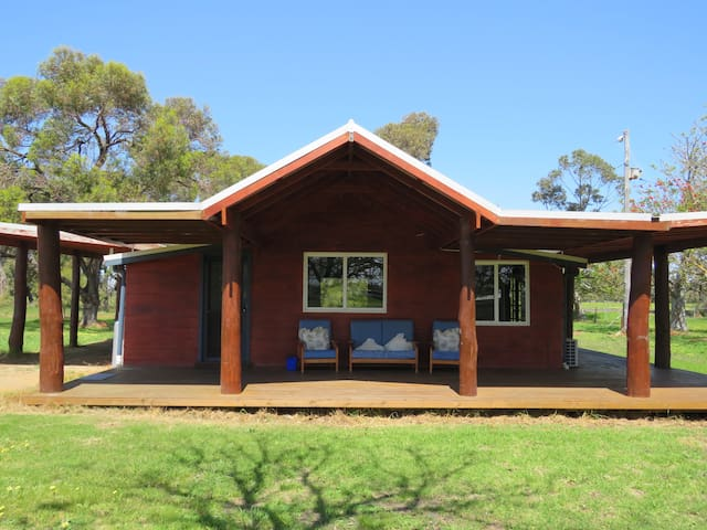 Flame Tree Cottage Farm Stay