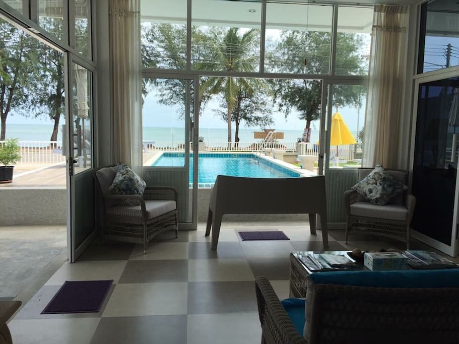Beachfront Lobby, flow, nice and cosy