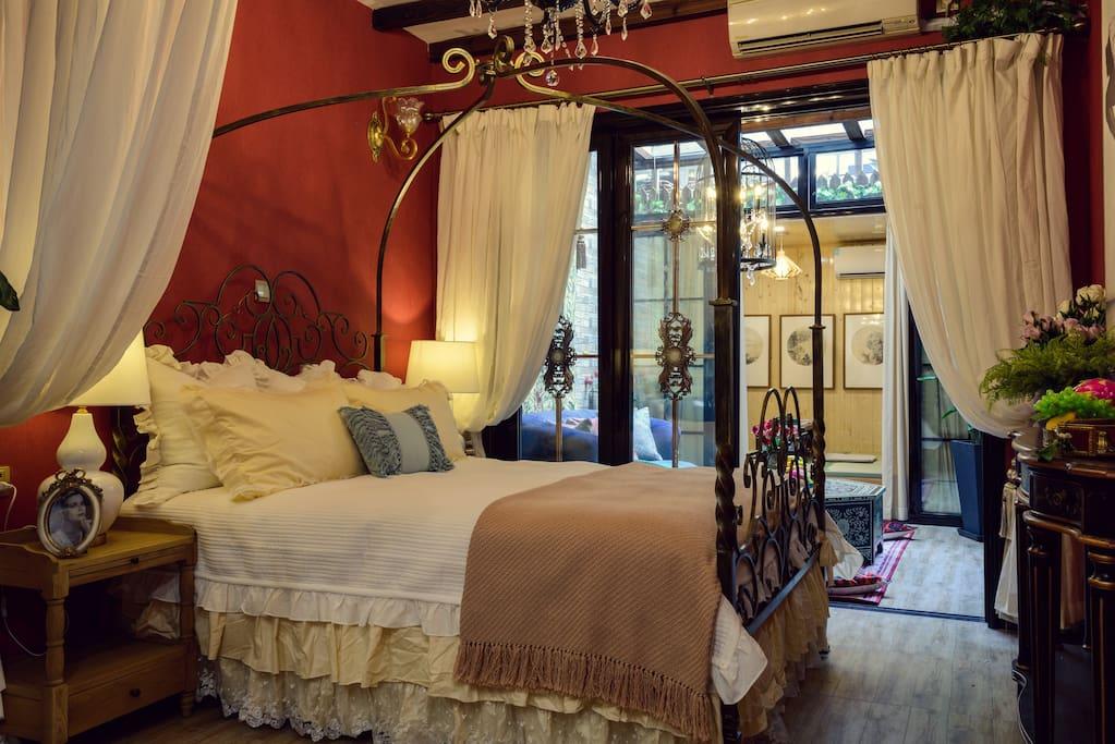 房屋全景-松软的欧式铁艺床